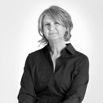 Lynn Giles Professional Headshot